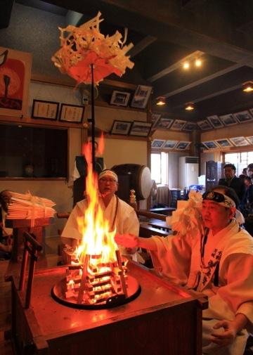五大尊護摩祈祷。護摩の浄火で一切成就を祈願致しました。火は祈りを数倍も強くします。